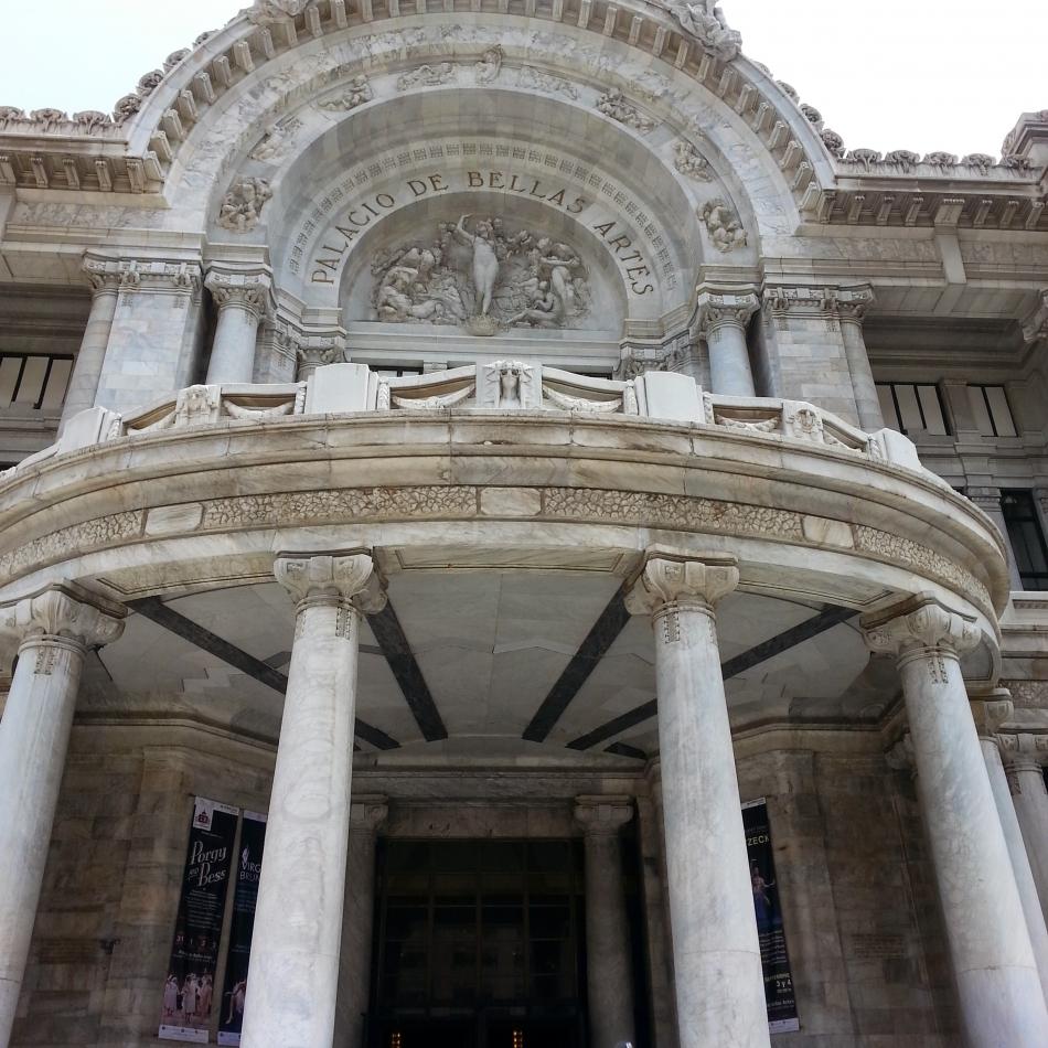Palacio, Front