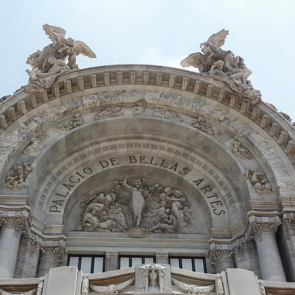 Palacio, Front, Close-up